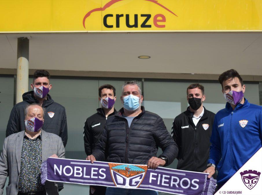 Visitando a Autoescuela Cruze, patrocinador del C.D. Guadalajara y las categorías inferiores