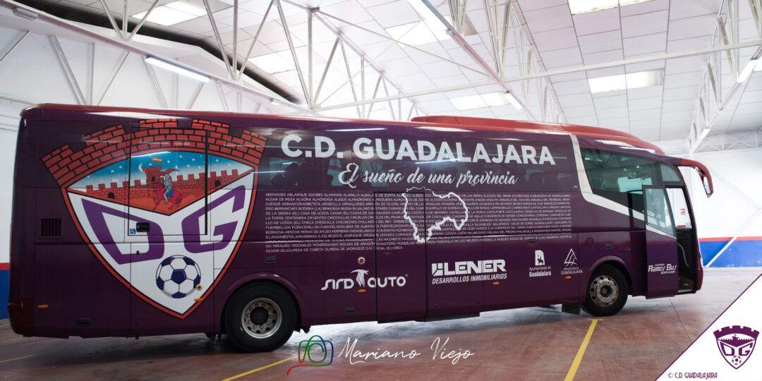 El C.D. Guadalajara presenta su nuevo autobús oficial con el lema #ElSueñoDeUnaProvincia